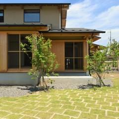 Wooden houses by 水野設計室