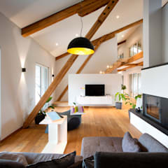 Living room by Klaus Geyer Elektrotechnik, Country