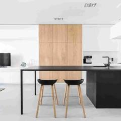 Дизайн-проект небольшого дома в стиле минимализм, площадью 79 кв.м. Москва, 1-ая Останкинская ул. 19: Столовые комнаты в . Автор – Владимир Чиченков