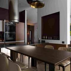 Дизайн-проект уютной квартиры в современном стиле, площадью 103 кв.м. Москва, ул. Малыгина: Встроенные кухни в . Автор – Владимир Чиченков
