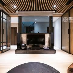 Media room by 築本國際設計有限公司, Asian