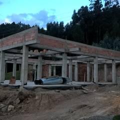 LA CAMPERONA : Casas de estilo  por GRUPO ARBITEK S.A.S