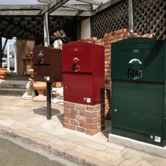 戸建住宅用・宅配ボックス「Brizebox - ブライズボックス」: ボウクス株式会社が手掛けたアプローチです。,クラシック