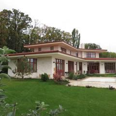 Villa Snagov:  Villa door Studio Y architecten