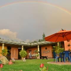Casa Anolaima: Casas de estilo rural por Polanco Bernal Arquitectos
