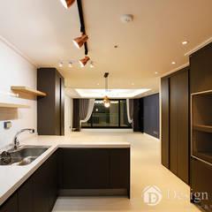 수유 두산위브 아파트 34py 주방: Design Daroom 디자인다룸의  지붕