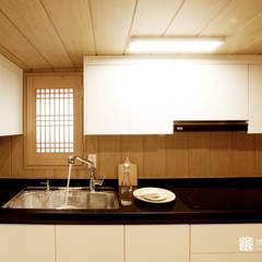 آشپزخانه by 주식회사 착한공간연구소