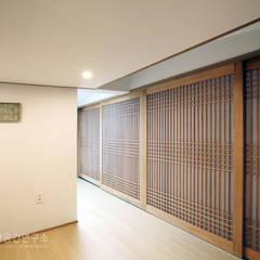 누하동 주택 리모델링: 주식회사 착한공간연구소의  거실,한옥