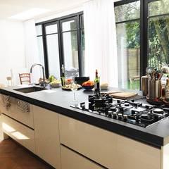 Zij aanbouw Bussum:  Keuken door Puurbouwen, Klassiek