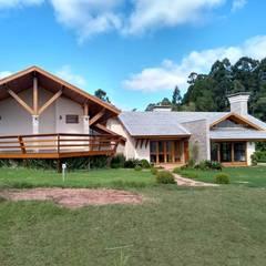 Casas de campo de estilo  por Kauer Arquitetura e Design