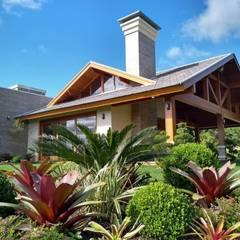 Residência de campo: Casas do campo e fazendas  por Kauer Arquitetura e Design