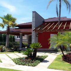 Residência unifamliar: Casas familiares  por Kauer Arquitetura e Design