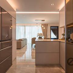 Design & Build: Melrose Condominium: modern Kitchen by erstudio Pte Ltd
