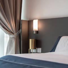 Design & Build: Melrose Condominium: modern Bedroom by erstudio Pte Ltd