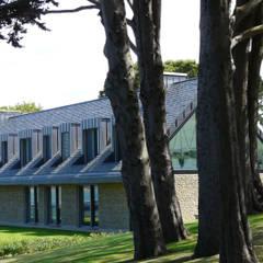 Extérieur: Maison individuelle de style  par Antoine Chatiliez