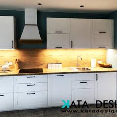 Kuchnia w rustykalnym stylu: styl , w kategorii Kuchnia zaprojektowany przez Kata Design