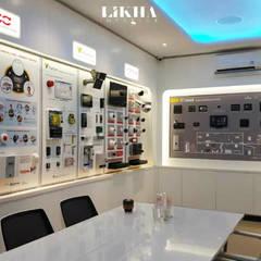 Ruang Rapat (Area Display):  Kantor & toko by Likha Interior