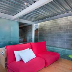 Casa CDP: Salas de estilo  por tactic-a