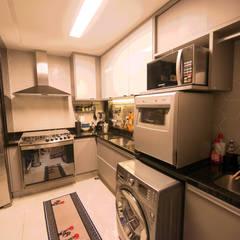 Casa de Campo Gravatá: Armários e bancadas de cozinha  por Marilia Wanderley Arquitetura
