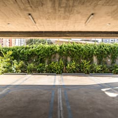 : Garajes abiertos de estilo  por Design Group Latinamerica