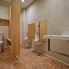 男廁:  浴室 by 王采元工作室