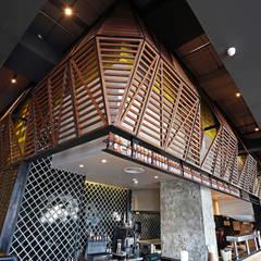 Galerías y espacios comerciales de estilo  por Alto Builders Sdn Bhd