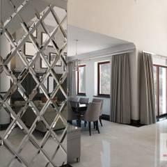 Projekt wnętrza domu w stylu nowojorskim: styl , w kategorii Korytarz, przedpokój zaprojektowany przez MIRAGE STUDIO Sebastian Rzymski