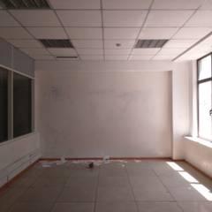 Офис для пресс-конференции (20 м2): Офисные помещения в . Автор – Мастерская дизайна интерьера ILHOM