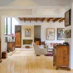 CASA EL ABRA: Salas de estilo  por ARCE S.A.S, Rústico Bambú Verde