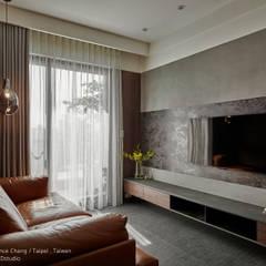 12 坪木質小公寓:  客廳 by SECONDstudio, 現代風 水泥