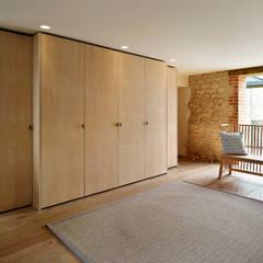Country living:  Corridor & hallway by Teddy Edwards