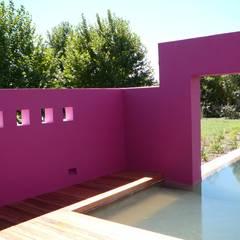 Diseño y Construcción de Casa en Centauros CC por Estudio Dillon Terzaghi Arquitectura: Piletas de jardín de estilo  por Estudio Dillon Terzaghi Arquitectura - Pilar