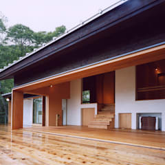 蓼科高原の週末住宅|大開口で内と外とがつながります。: 中庭のある家|水谷嘉信建築設計事務所が手掛けた家です。