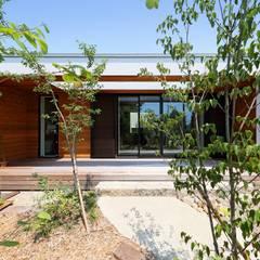 ツミキ: 株式会社建築工房DADAが手掛けた木造住宅です。,モダン 木 木目調