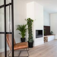 Interieurontwerp door Studio Binnen:  Woonkamer door Studio Binnen