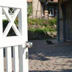 Jardins de fachadas de casas  por Nordzaun