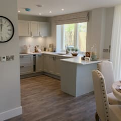 Painted kitchen:  Built-in kitchens by Greengage Interiors