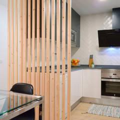 مطبخ ذو قطع مدمجة تنفيذ Estudio diseño Absoluto