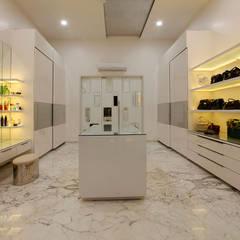 einladendes luxuriöses modernes zuhause ankleidezimmer von innerspace moderne einrichtungsideen design bilder homify