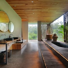 Chameleon Villa Bali:  Bathroom by Word of Mouth House,Tropical Wood Wood effect