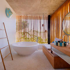 Seascape Villa :  Bathroom by Word of Mouth House,Tropical
