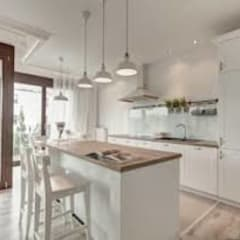 Kitchen by Rossi Design - Architetto e Designer,