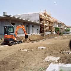 opere di urbanizzazione primaria e secondaria: Giardino in stile  di TAS costruzioni