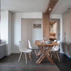 Salas / recibidores de estilo  por studio 76 architetti associati