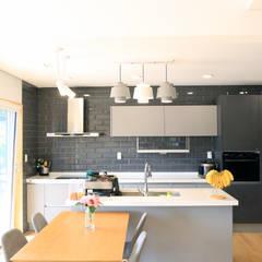 심플하고 내츄럴한 디엘건축의 크리에이트 신규모델: (주)디엘건축의  주방,컨트리