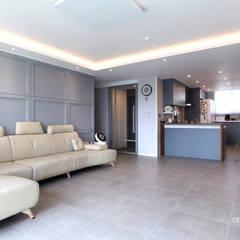 판교 산운마을 9단지 대방노블랜드 [32py]: 디자인담다의  거실,모던