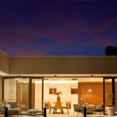 Vivienda Unifamiliar en Cumbre del sol : Casas de estilo  de TRAZOS D´INTERIORS