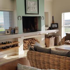 House Filmalter:  Living room by JFS Interiors, Colonial