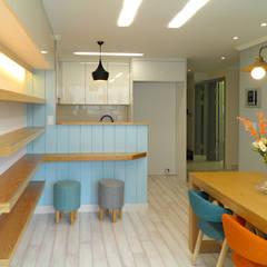 알찬 수납과 효율성을 살린 아파트: 더디자인 the dsgn의  거실