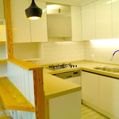알찬 수납과 효율성을 살린 아파트: 더디자인 the dsgn의  빌트인 주방